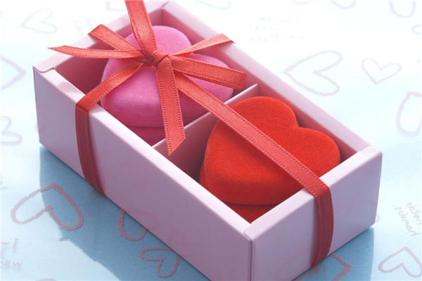 送情人什么生日礼物,情侣礼物送什么好