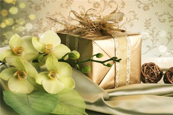 送朋友什么结婚礼物,别人结婚送什么礼物