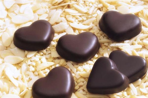 男生送女生巧克力是什么意思