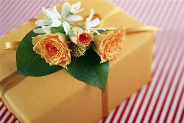 妈妈生日送什么礼物,母亲生日买什么礼物